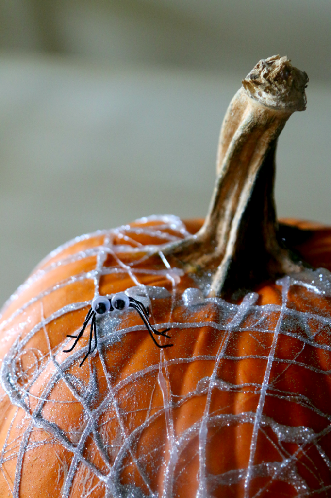 no-carve-pumpkin-ideas-spiders
